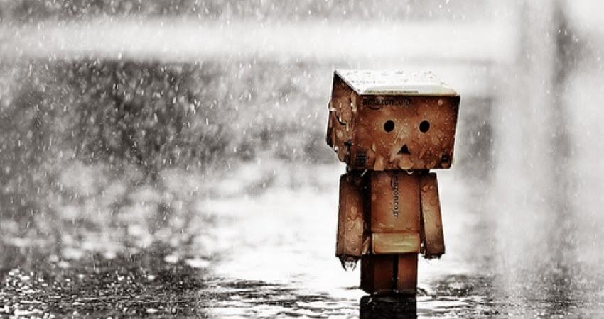 Foto Boneka Danbo Sedih Hujan Gambar Patah Hati Sad Love